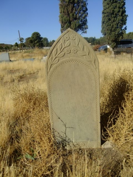 Du Toit, Elizabeth Christina born Truter died 27 October 1918 aged 28 years 8 months + 13 days