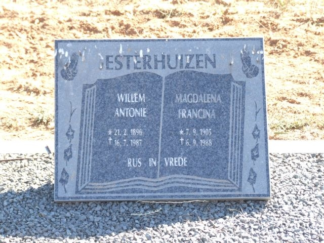 Esterhuizen, Willem Antonie born 21 February 1986 died 16 July 1987 + Magdalena Francina born 07 September 1905 died 06 September 1988