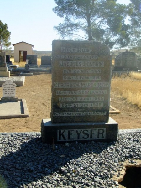 Keyser, Jacobus Hendrik born 27 November 1864 died 06 February 1951 + Gertruida Margaretha nee Van Schalkwyk born 30 June 1865 died 21 December 1938