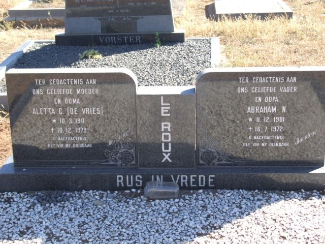 Le Roux, Alette born De Vries 10 March 1911 died 10 December 1979 + Abraham born 11 December 1901 died 16 July 1972