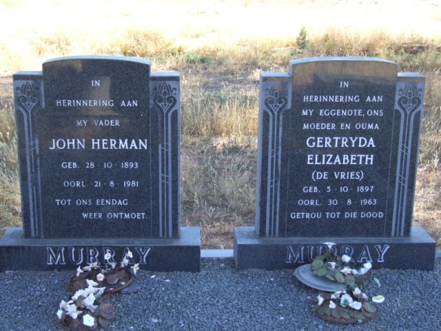 Murray, John Herman born 28 October 1893 died 21 August 1981 + Gertryda Elizabeth nee De Vries born 05 October 1897 died 30 August 1963