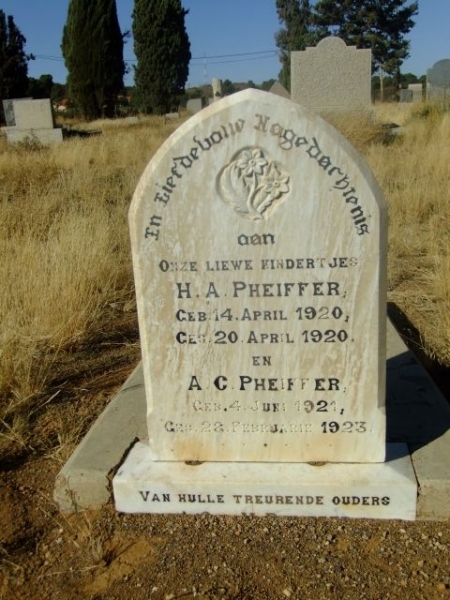 Pheiffer, born 14 April 1920 died 20 April 1920 + AC born 04 June 1921 died 22 Feburary 1923