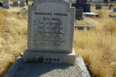 De Vries, Magdalena Francina nee Roos born 27 December 1875 died 27 July 1851