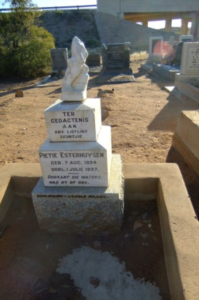 Esterhuysen, Pietie
