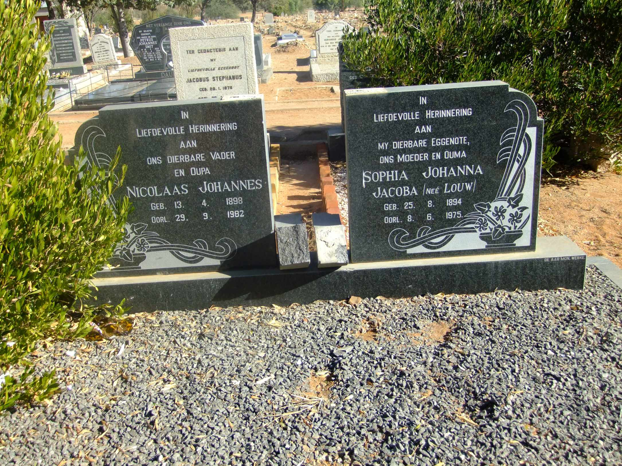 Unknown, Nicolaas Johannes born 13 April 1898 died 29 September 1982 and Sophoa Johanna Jacoba nee Louw born 25 August 1894 died 08 June 1975