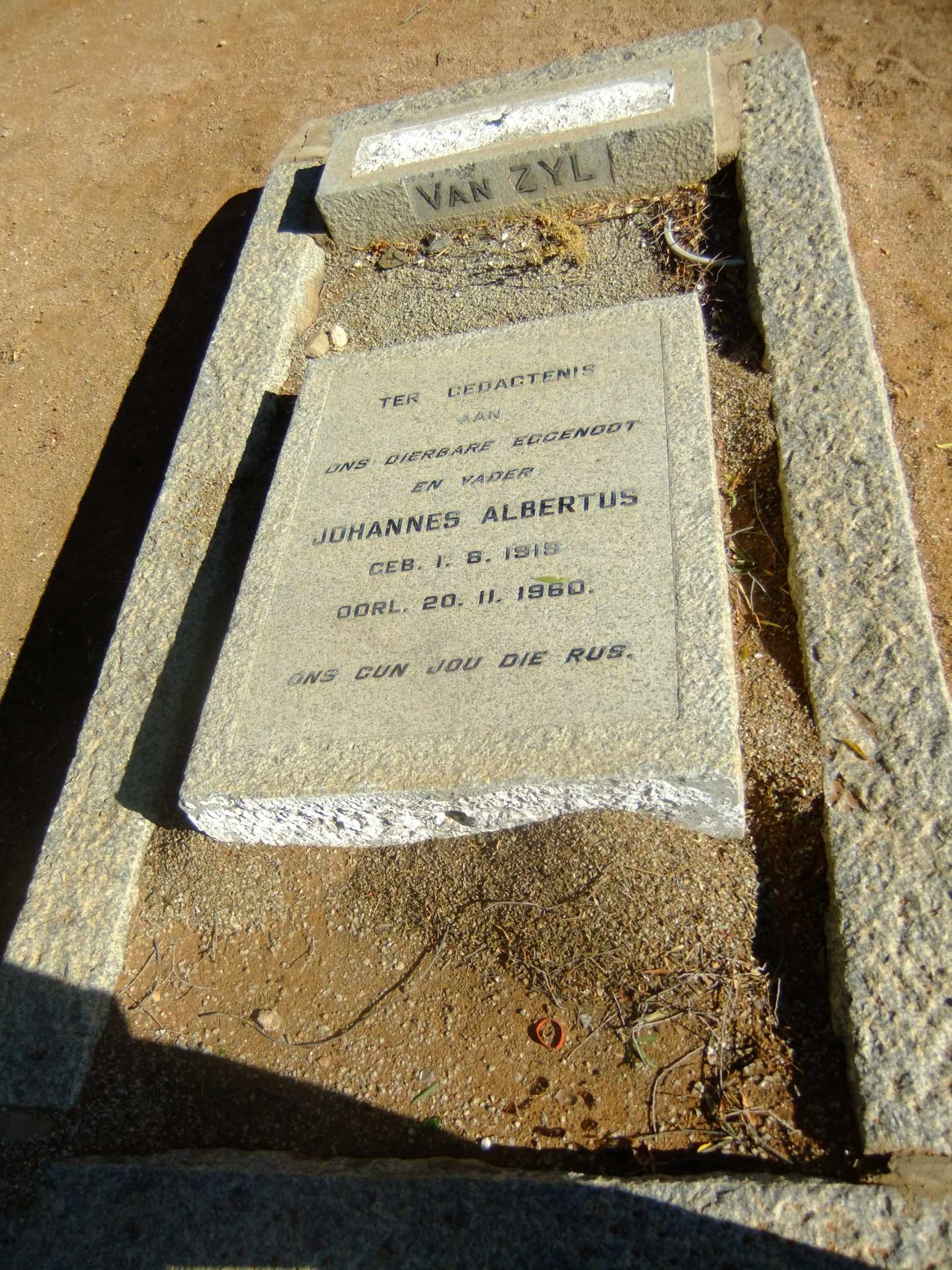 Van Zyl, Johannnes Albertus born 01 August 1919 died 20 November 1960