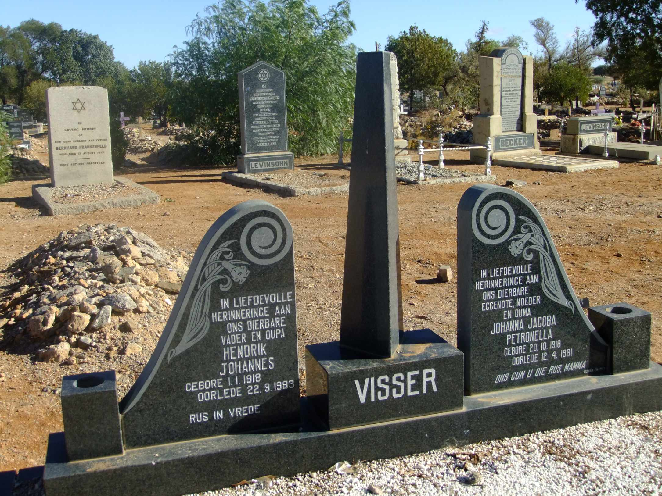 Visser, Hendrik Johannes born 01 January 1918 died 22 September 1983 and Johanna Jacoba Petronella born 20 October 1918 died 12 April 1981
