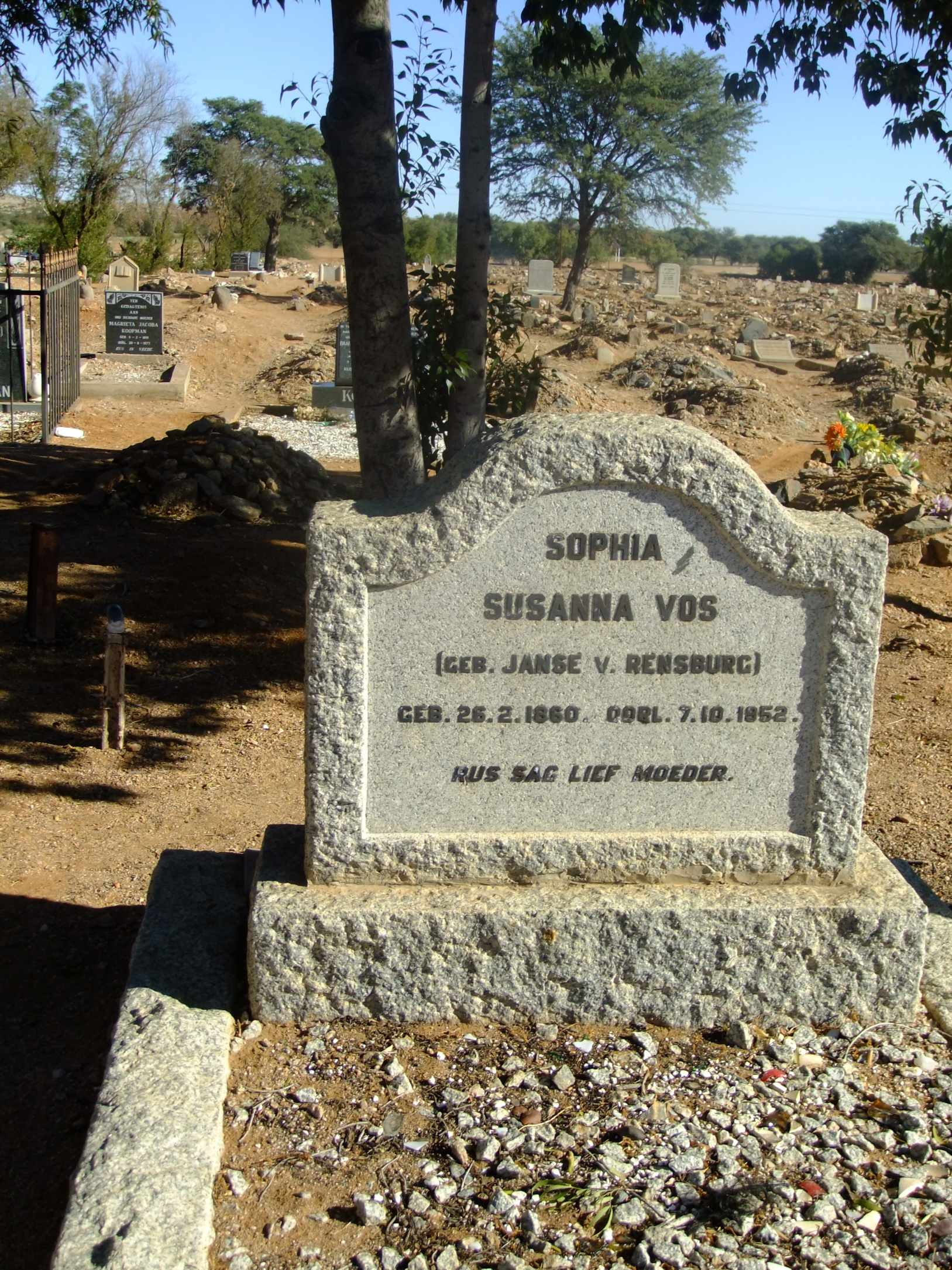 Vos Susanna nee Janse Van Rensburg born 26 February 1860 died 07 October 1952