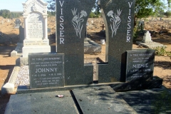 Visser, Johnny born 15 February 1906 died 19 September 1982 and Miemie born 21 March 1909 died 04 August 1987