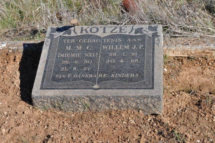 Kotze, MMC Miemie nee Nel born 26 May 1890 died 21 August 1957 + Willem JP born 28 January 1891 died 30 April 1958
