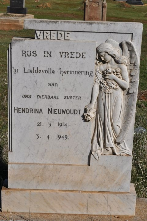 Niewoudt, Hendrina born 21 March 1914 died 03 April 1949