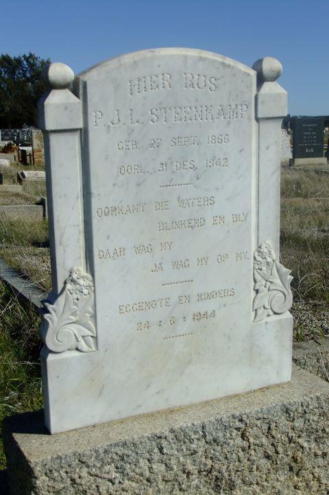 Steenkamp, PJL born 27 September 1866 died 31 December 1942